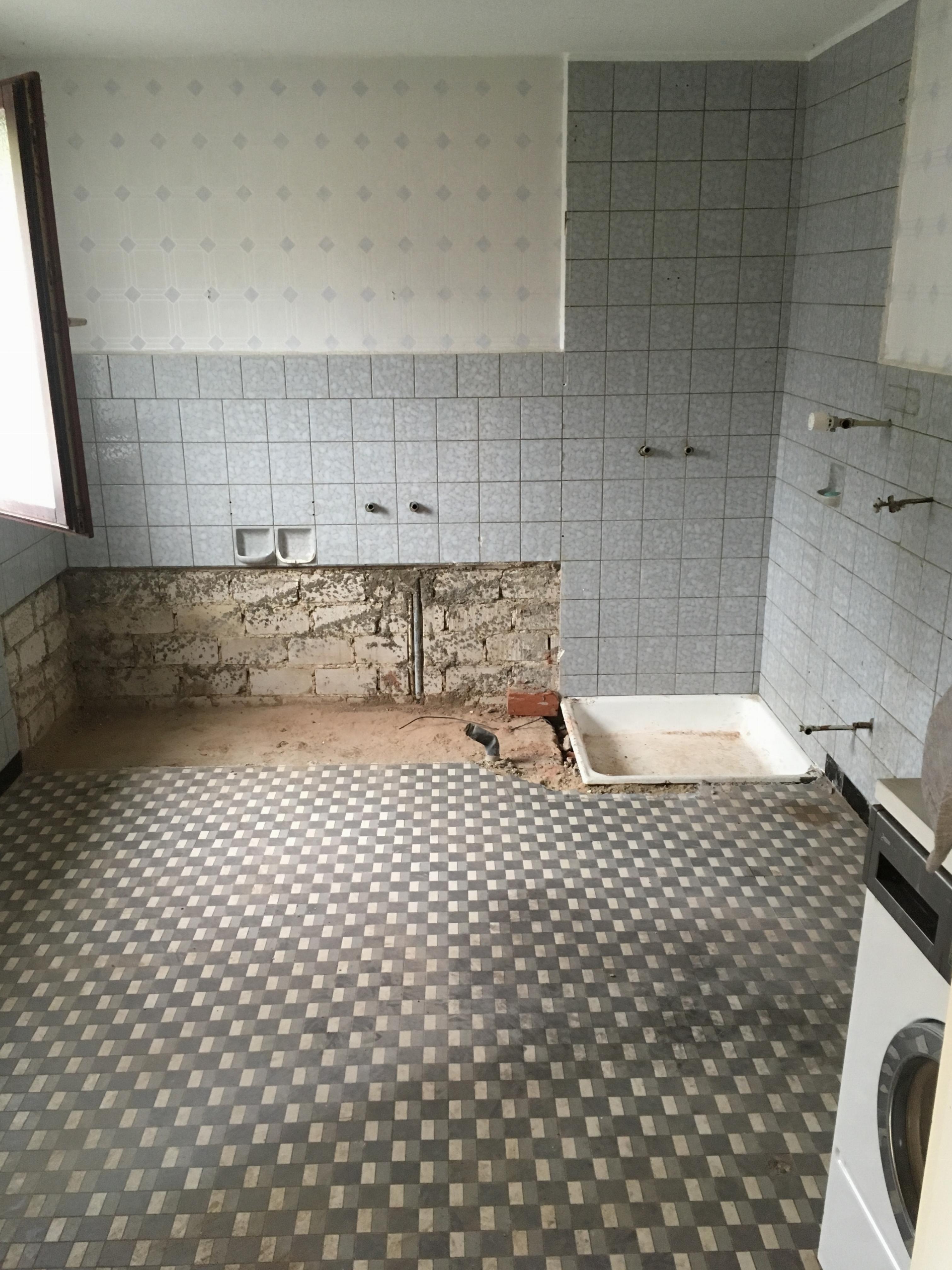 Entkernung des Badezimmers im UG