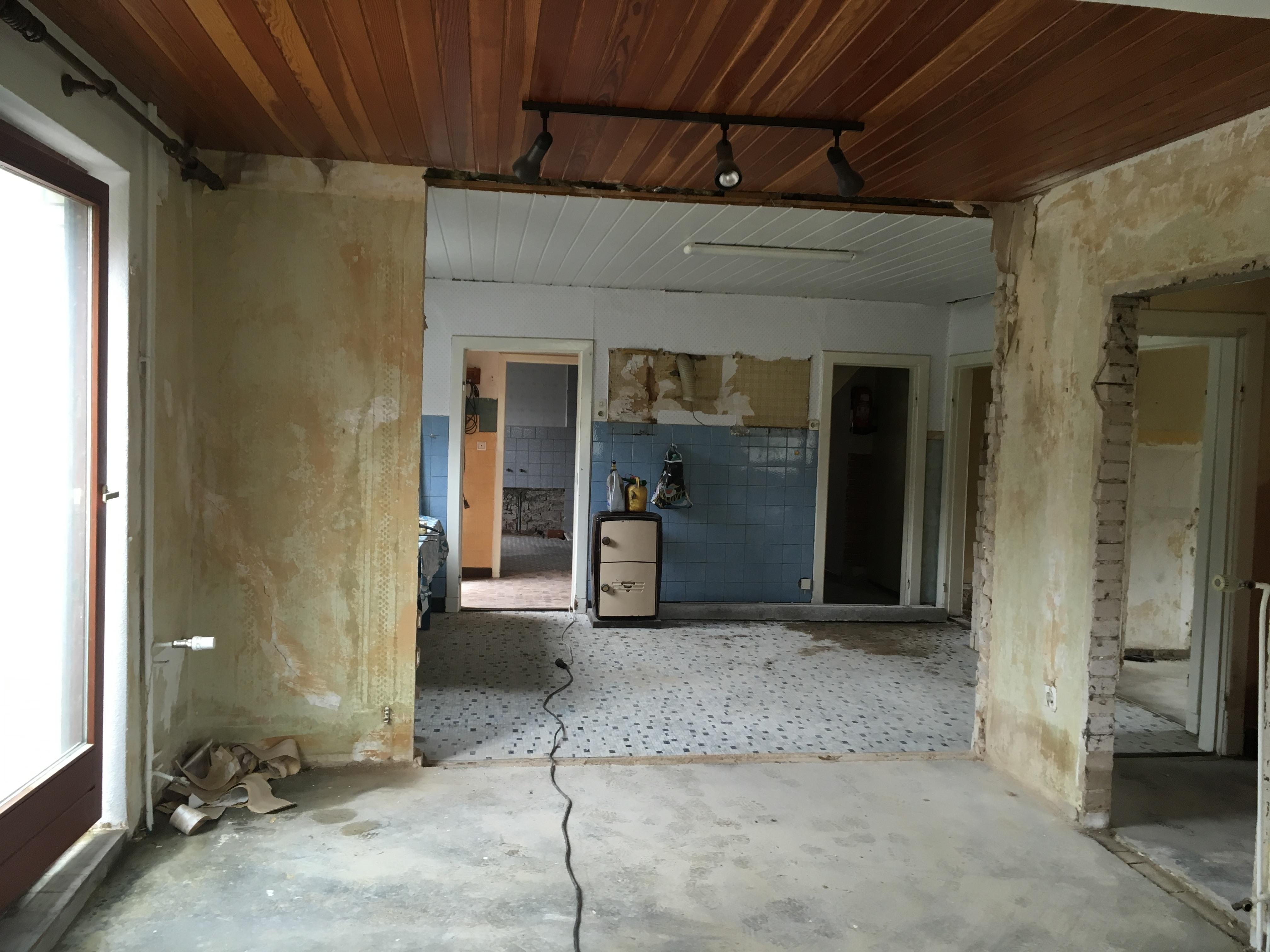 Durchbruch zum offenen Wohn-Essbereich im UG