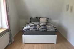 Schlafzimmer mit Boxspringmatratze