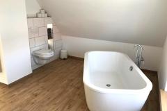 Badezimmer mit XXL Design Badewanne